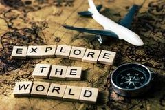 Исследуйте мировоззренческую доктрину на винтажной карте стоковое изображение