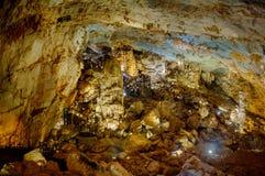 Исследуйте пещеру рая в Вьетнаме стоковые изображения rf