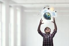 Исследуйте этот большой мир Мультимедиа стоковые изображения rf