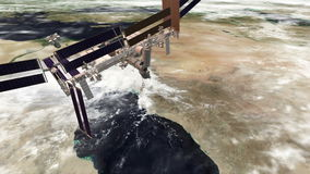 ИСС на Красном Море и быстро проходя облаках сток-видео