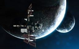ИСС на предпосылке exoplanets Глубокий космос в лучах голубой звезды Элементы изображения поставлены NASA стоковые изображения