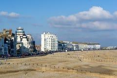 ИСТБОРН, ВОСТОЧНОЕ SUSSEX/UK - 15-ОЕ ФЕВРАЛЯ: Взгляд различной гостиницы Стоковые Изображения RF