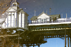 ИСТБОРН, ВОСТОЧНОЕ SUSSEX/UK - 15-ОЕ ФЕВРАЛЯ: Отражение Eastbou Стоковая Фотография