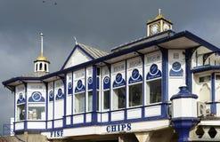 ИСТБОРН, SUSSEX/UK - 19-ОЕ ФЕВРАЛЯ: Взгляд пристани в Eastbo Стоковое Изображение RF