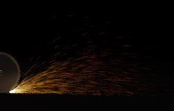 истирательная работа пилы металла диска резки по окружности лезвия Стоковые Фото