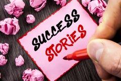 Истории успеха знака текста Концепция дела для успешным бумаги примечания Pin образования достижения воодушевленности написанной  стоковые фотографии rf