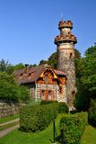 Историческая башня бдительности около запруды lovstvà ¡ Les Krà в чехии Стоковые Фотографии RF