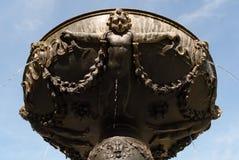 Историческая бронзовая круглая деталь фонтана Стоковое Изображение RF