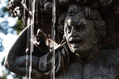 Историческая бронзовая круглая деталь фонтана Стоковое Изображение