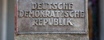 Историческая Восточная Германия подписывает внутри Берлин Германию Стоковые Изображения
