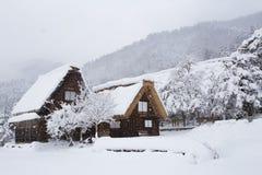 Историческая деревня Shirakawa-идет в зиму, Японию стоковое изображение rf