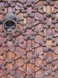 Историческая деревянная дверь в Испании Стоковая Фотография