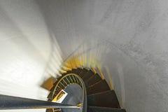 Историческая лестница внутри маяка арены пункта в Калифорнии Стоковые Изображения