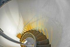 Историческая лестница внутри маяка арены пункта в Калифорнии Стоковые Фотографии RF