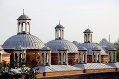 Историческая крыша здания в Tophane, Karakoy, Стамбуле, Турции Стоковая Фотография
