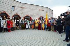 Историческая реконструкция средневековых болгарских костюмов Стоковое Фото