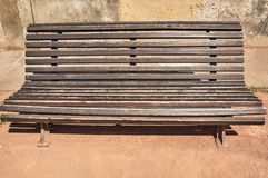 Историческая скамейка в парке стоковые изображения rf