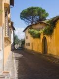 Историческая тосканская улица города Стоковая Фотография