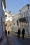 Историческая улица с туристами Стоковая Фотография RF