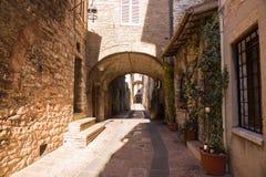 Историческая улица в Италии стоковое фото rf