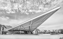 Историческая Modernistic бензоколонка трамвайной линии дизайна в Palm Springs Стоковое Изображение RF