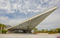 Историческая Modernistic бензоколонка трамвайной линии дизайна в Palm Springs Стоковые Изображения