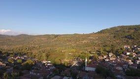 Исторические Белые Дома, деревня Sirince, Izmir Турция Съемка трутня вида с воздуха акции видеоматериалы