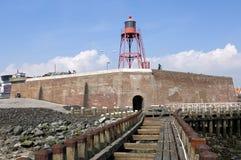 Исторические голландские форт и маяк в топить стоковые фото