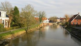 Исторические дома в Appingedam И сделано этот маленький город чувствовать большой большой стоковое фото