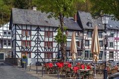 Исторические дома в Monschau, Германии стоковое изображение rf
