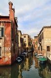 Исторические дома на канале в Венеции, Италии стоковое изображение rf