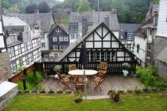 Исторические деревянные здания стиля tudor в Monschau Стоковые Изображения RF