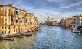Исторические здания на большом канале в Венеции, Италии стоковое фото rf