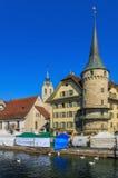 Исторические здания вдоль реки Reuss в Люцерне, Швейцарии Стоковые Фотографии RF