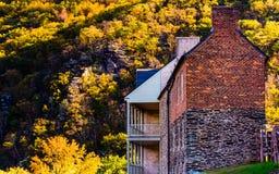 Исторические здания и цвет осени в пароме арфистов, западном Virgi стоковые фотографии rf