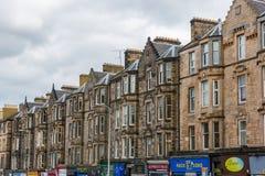 Исторические здания строки на Leith идут в Эдинбург, Шотландию Стоковые Изображения RF