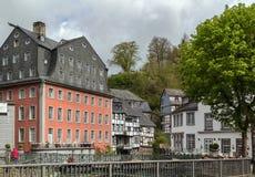 Исторические дома в Monschau, Германии стоковые изображения rf