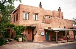 Исторические дома Санта-Фе, Неш-Мексико стоковое фото