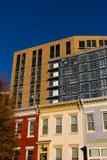 Исторические дома строки и современные здания в DC Вашингтона, США Стоковые Фотографии RF