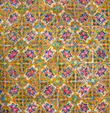 Исторические плитки на старых стенах дома с картинами и цветками, Ираном Стоковые Изображения RF