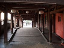 Исторический винтажный ретро малый узкий китайский японский мост в HOI-AN Стоковое Изображение