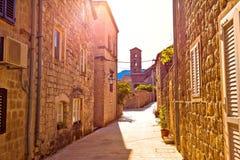 Исторический город взгляда улицы и церков Ston стоковые изображения rf