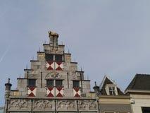 Исторический голландский дом с щипцом шага Стоковые Изображения RF