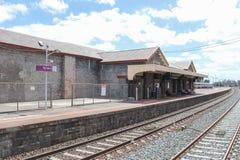Исторический железнодорожный вокзал Kyneton bluestone как осмотрено от платформы 1 стоковые фото