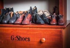 Исторический дисплей ботинок платья людей в пароме арфистов Стоковое фото RF
