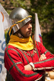 Исторический костюм средних возрастов на турнире рыцаря Стоковое Фото