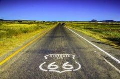 Исторический маршрут 66 около Selingman Аризоны, США стоковые фото