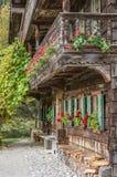 Исторический немецкий сельский дом в горных вершинах Стоковое Изображение RF
