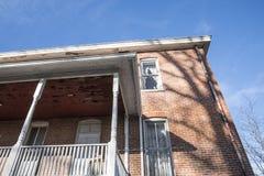 Исторический дом плантации кирпича, крылечко, балкон, окна, дверь Стоковое фото RF