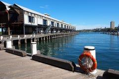 Исторический скрепленный магазин на деревянном причале, заливе Walsh, Сиднее, Австралии стоковые фото